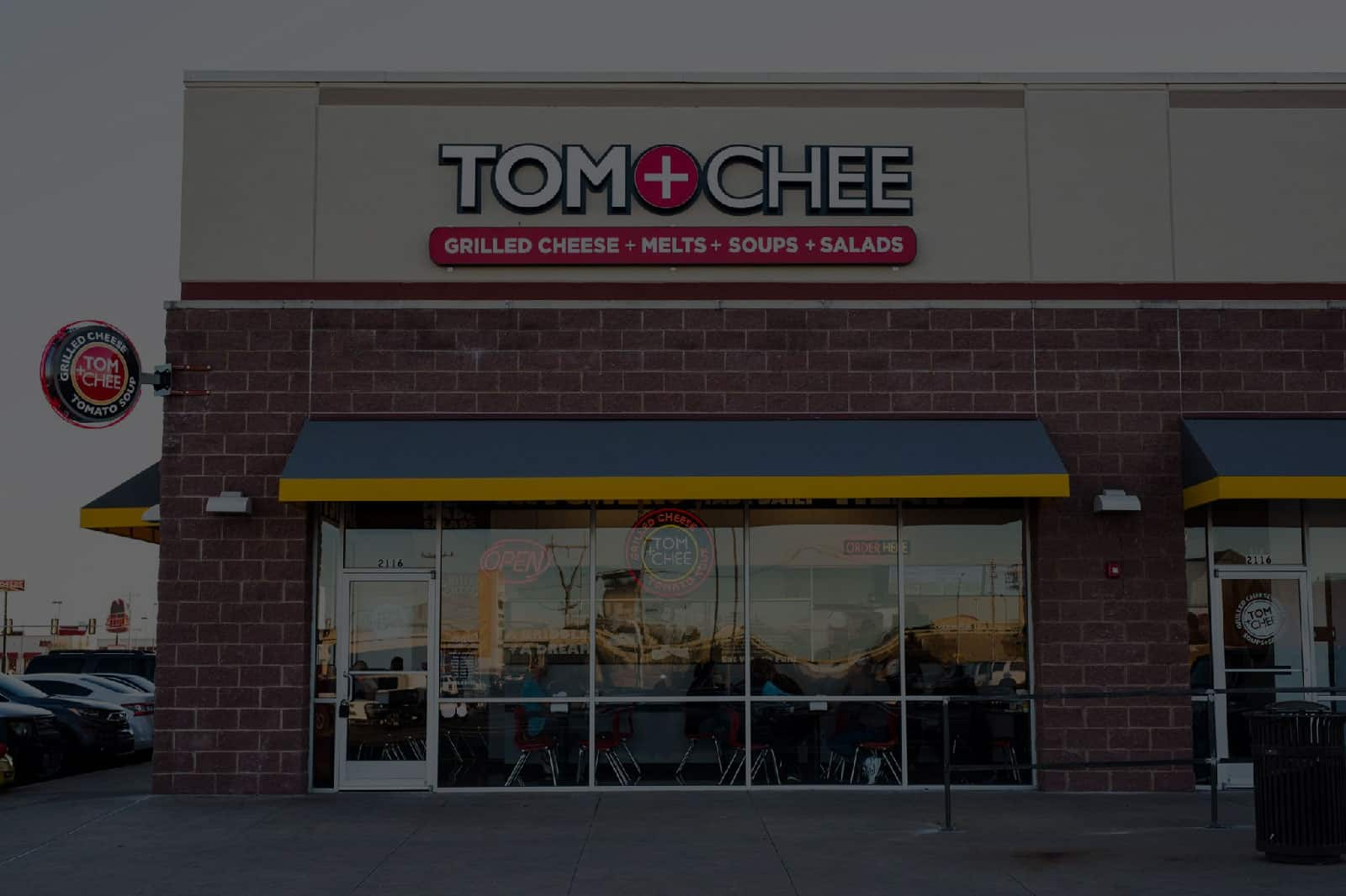 Tom & Chee storefront